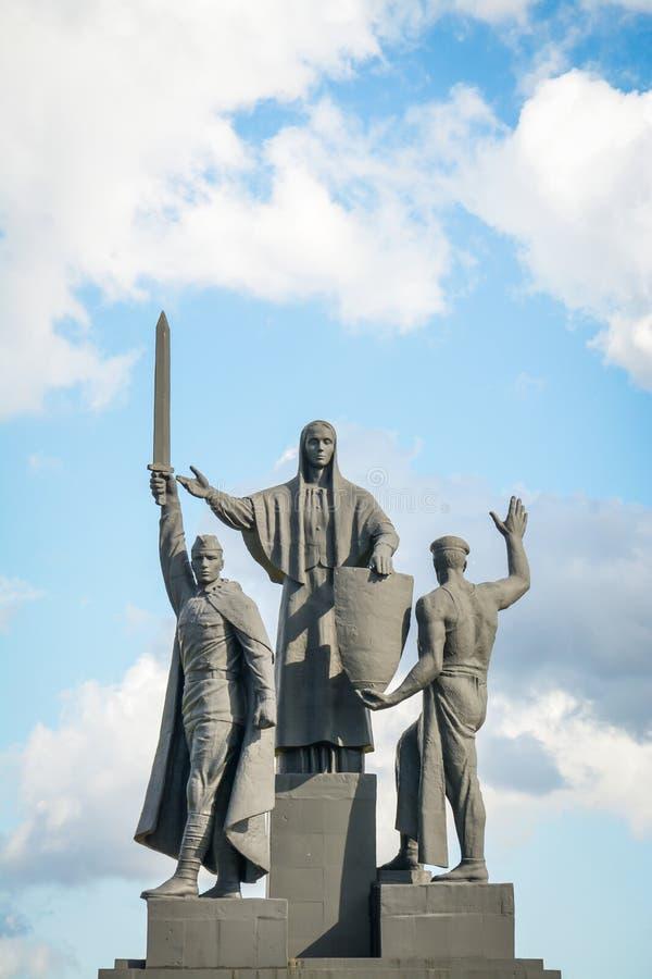 Permanent Ural, Ryssland - September, 2017: Monument i mitten av staden arkivbild