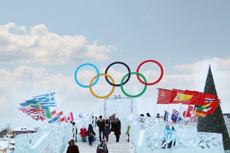 PERMANENTE, RÚSSIA - 6 DE JANEIRO DE 2014: Símbolo dos Jogos Olímpicos imagem de stock royalty free