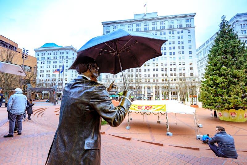Permettez-moi, également connu comme homme de parapluie, êtes des 1983 iconiques s en bronze photos stock