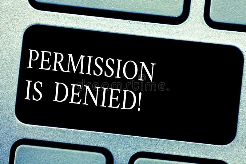 A permissão do texto da escrita é negada O conceito que significa não aprovou ou admitiu para ver ou alcançar a chave de teclado  imagens de stock royalty free