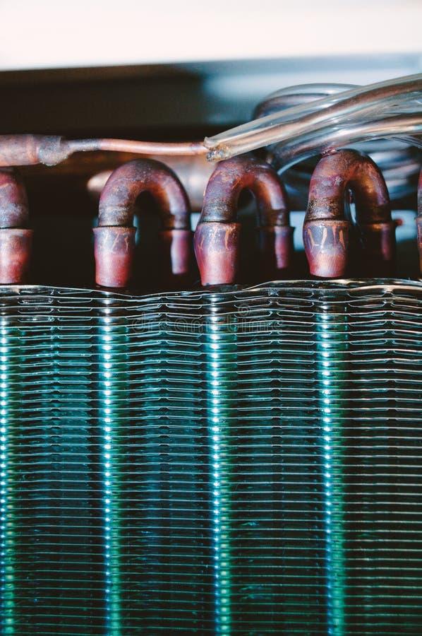 Permutador de calor do condicionador de ar do detalhe da unidade do condensador imagem de stock