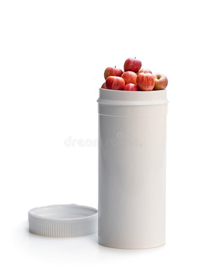 Permutez vos pilules ? l'les pommes fra?ches Le concept de la nature a fait le suppl?ment de vitamine ? partir des fruits naturel images stock