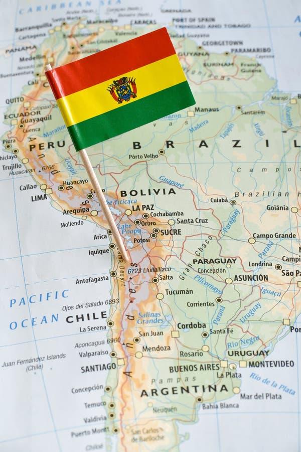 Perno de la bandera de Bolivia en mapa foto de archivo