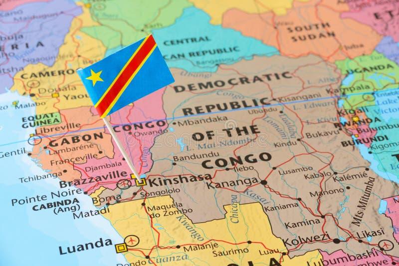 Perno de la bandera de la República Democrática del Congo en mapa imagenes de archivo