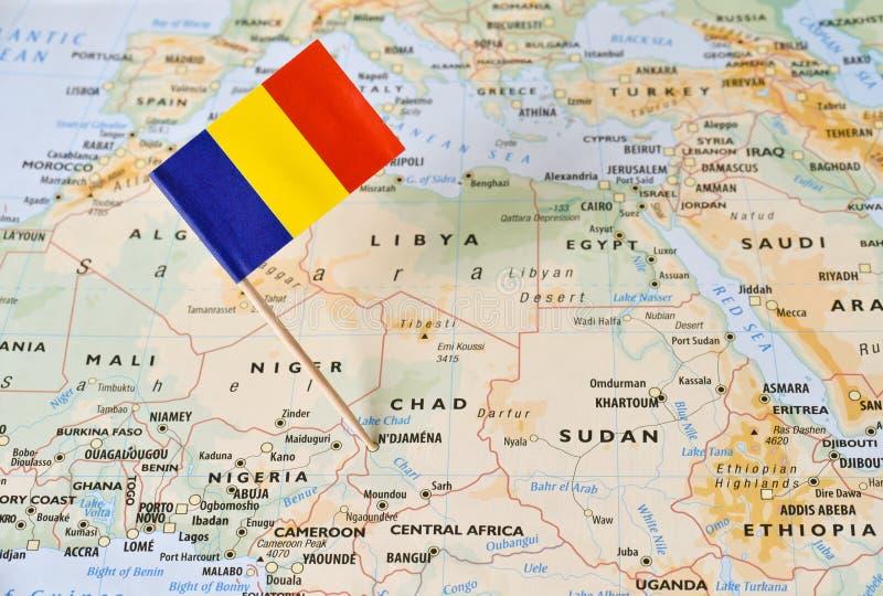 Perno della bandiera della Repubblica del Chad sulla mappa fotografia stock