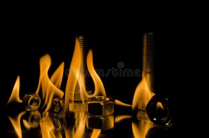 Pernos en las llamas foto de archivo