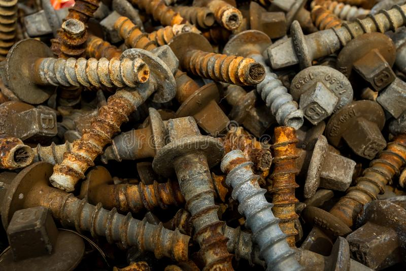 Pernos y tornillos oxidados imagen de archivo
