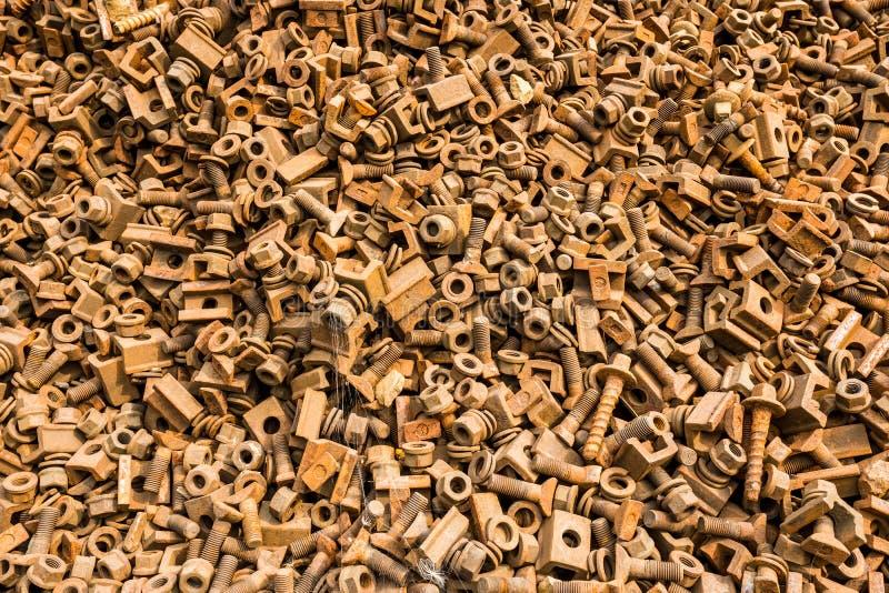 Pernos y tornillos oxidados fotografía de archivo