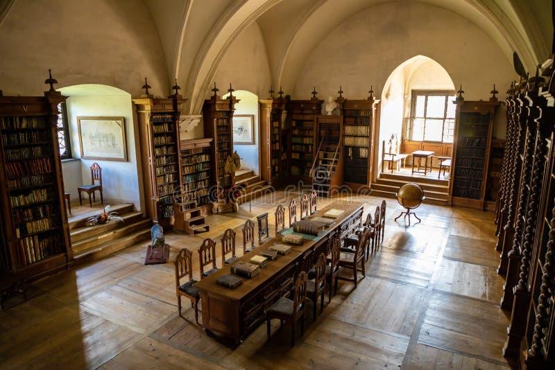 Pernstajn, Tsjechische Republiek - 3 05 2019: Binnenland van Tsjechisch kasteel Pernstejn, kasteel dichtbij Brno in Moravië, Tsje stock afbeelding