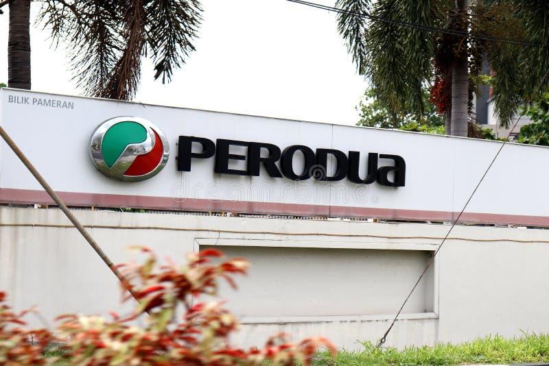 Perodua-skylt på väggperimetern arkivbilder