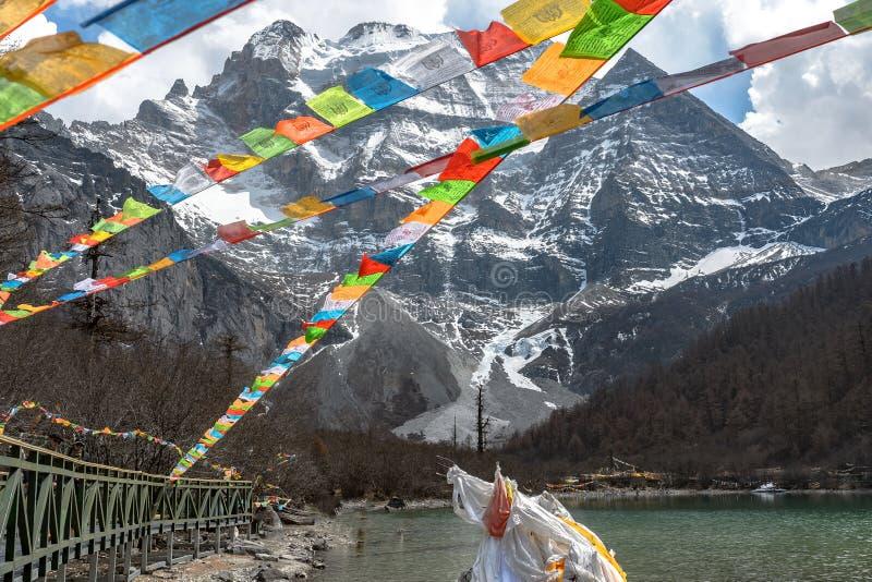 Perolize o lago na reserva do nível nacional de Yading, Daocheng, Sichuan P foto de stock royalty free