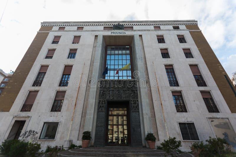 Perpective-Ansicht von 20 Jahrhundertarchitektur, Provincia-Palast in Napoli stockfotografie