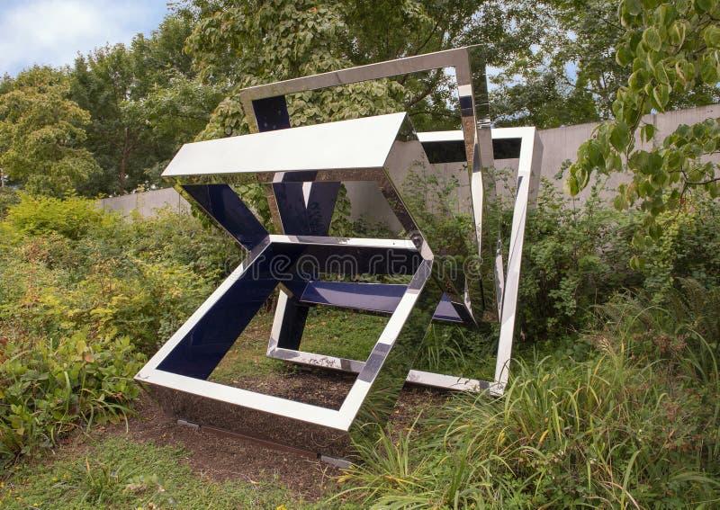Perre ` s Ventaglio III av Beverly Pepper, olympisk skulptur parkerar, Seattle, Washington, Förenta staterna royaltyfri fotografi