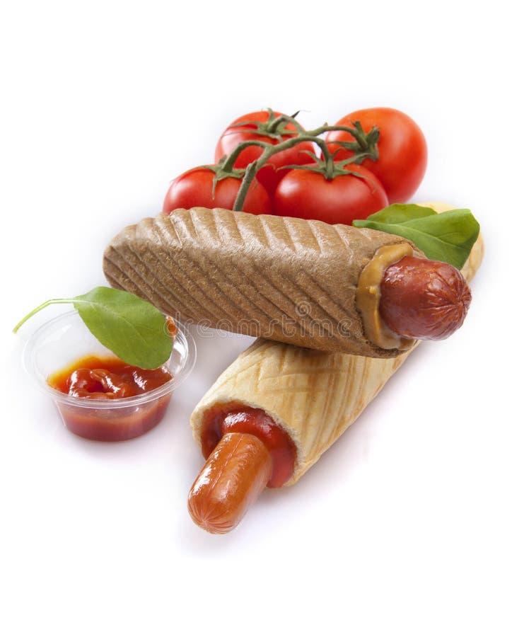 Perritos calientes franceses con la salsa de tomate y los tomates imágenes de archivo libres de regalías