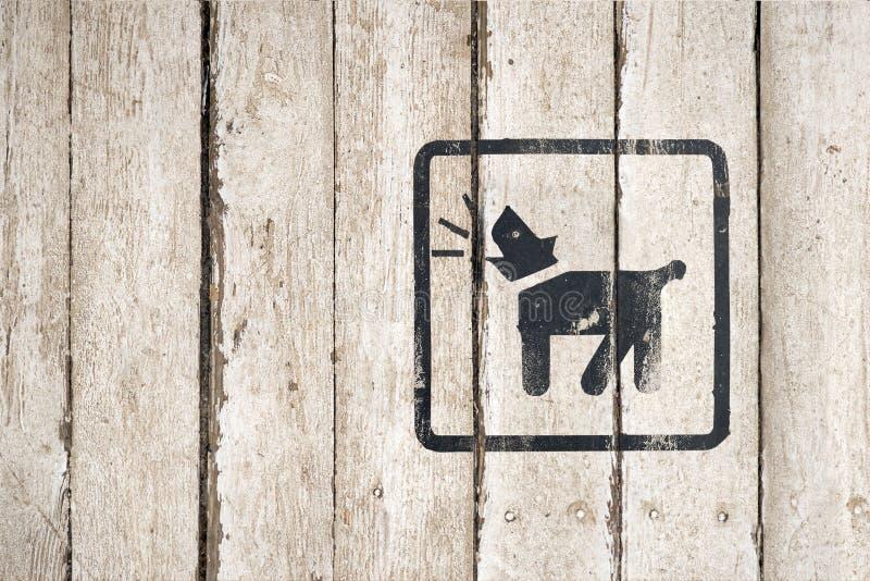 Perro guardi?n dentro del icono Parte de una serie Icono del descortezamiento del perro Imagen del bot?n en fondo de madera Icono imagenes de archivo