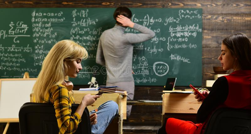 Persönliche Beziehungen sind zum Studentenerfolg grundlegend Erfolgreiche Tutoren mit-schaffen individualisiert, Pläne lernend lizenzfreies stockfoto