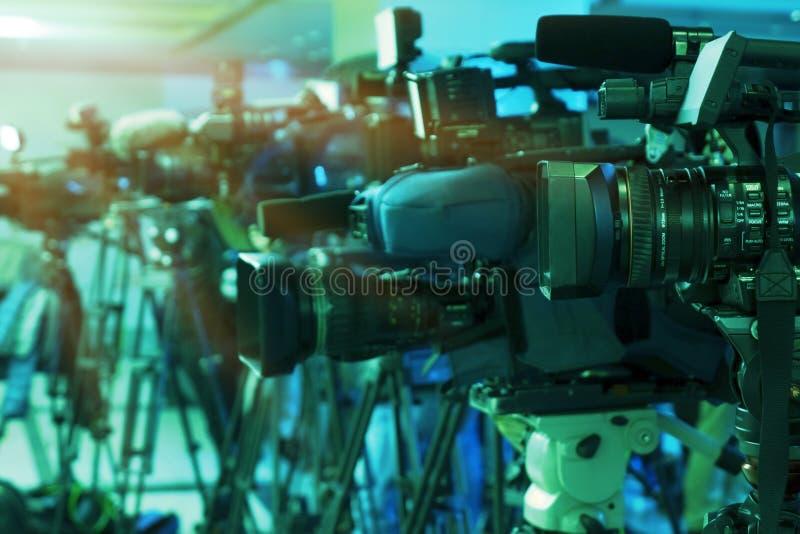 Persconferentie Het filmen van een gebeurtenis met een videocamera royalty-vrije stock foto's
