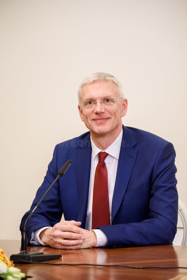Persconferfence van nieuwe Eerste minister van Letland, Arturs Krisjanis Karins stock foto