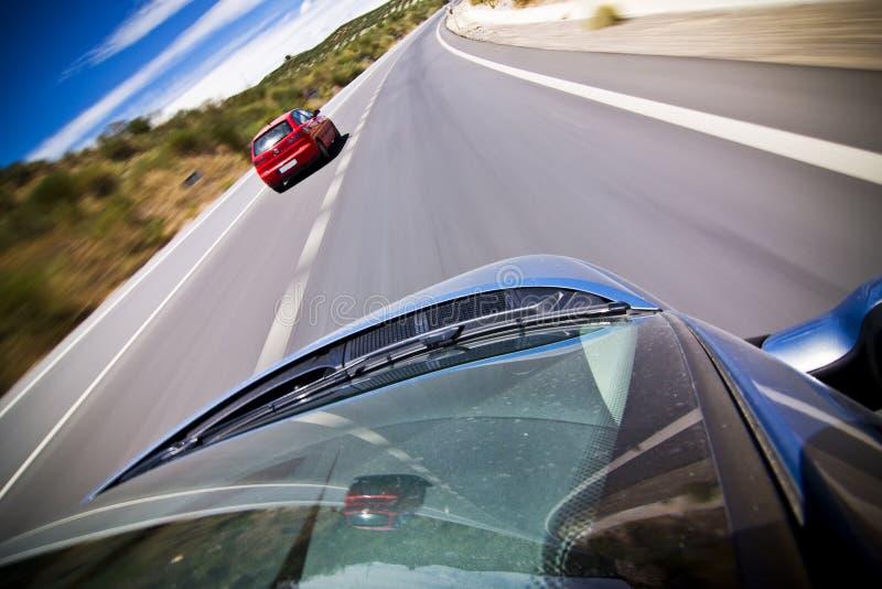 Perseguindo o carro vermelho fotografia de stock royalty free