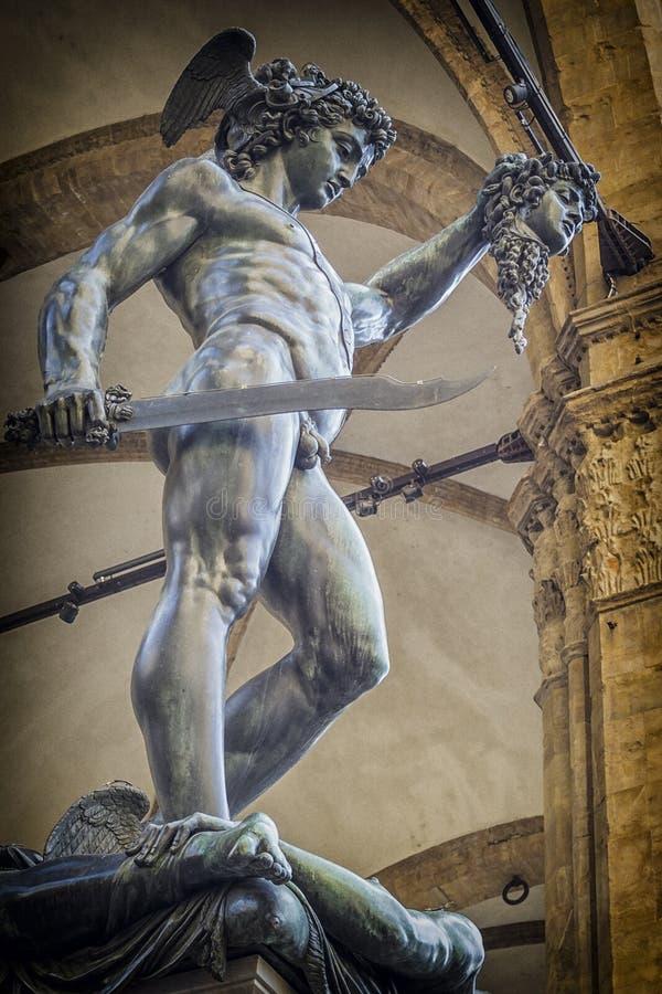 Perseo mit Medusenhauptstatue in Florenz, Italien stockbilder