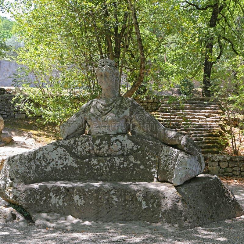 Persephone przy potwora parkiem w Bomarzo, Włochy - zdjęcia stock