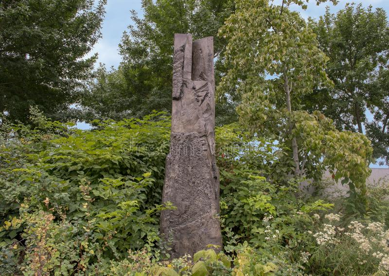 Persephone Unbound door Beverly Pepper, Olympisch Beeldhouwwerkpark, Seattle, Washington, Verenigde Staten stock afbeeldingen
