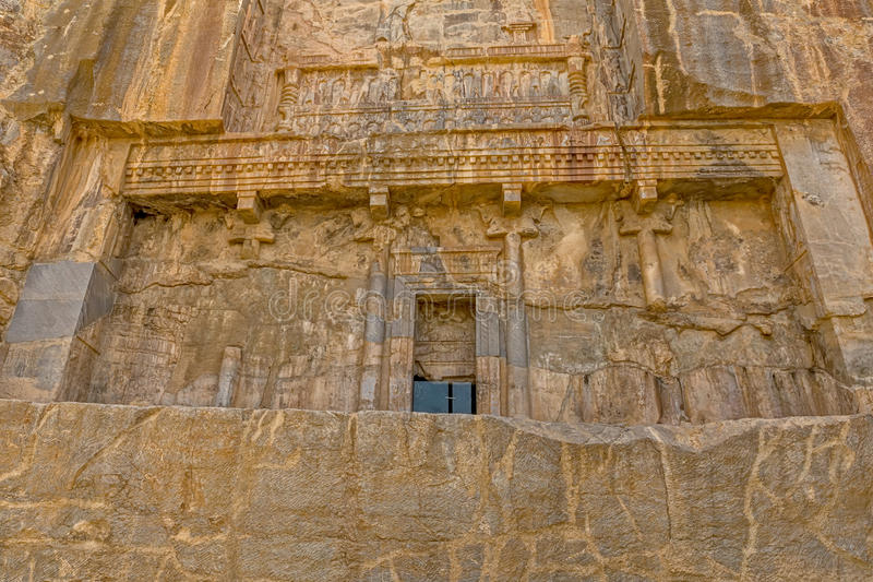 Persepolis kunglig gravvalvfasad royaltyfria bilder