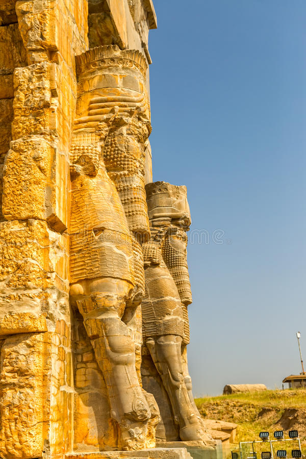 Persepolis Lamassu statyer royaltyfri bild