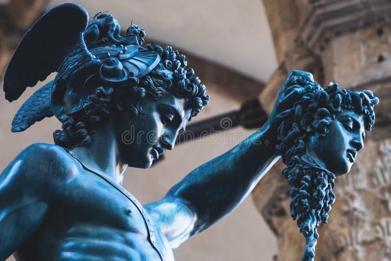 Perseus古铜色雕象在佛罗伦萨杀害水母, 库存图片