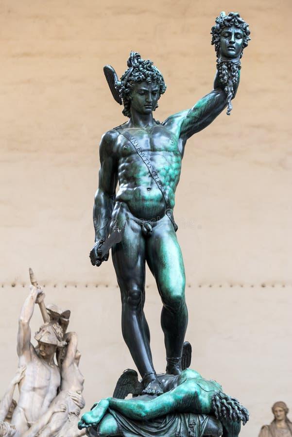 Perseus med huvudet av medusaen av Benvenuto Cellini i Florence arkivbild