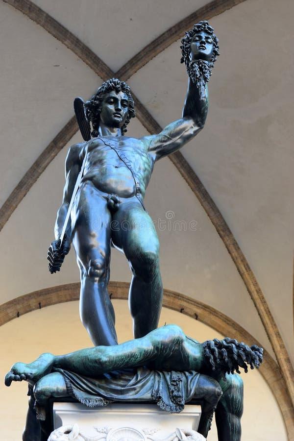 Perseus med huvudet av medusaen av Benvenuto Cellini i Florence, Italien fotografering för bildbyråer