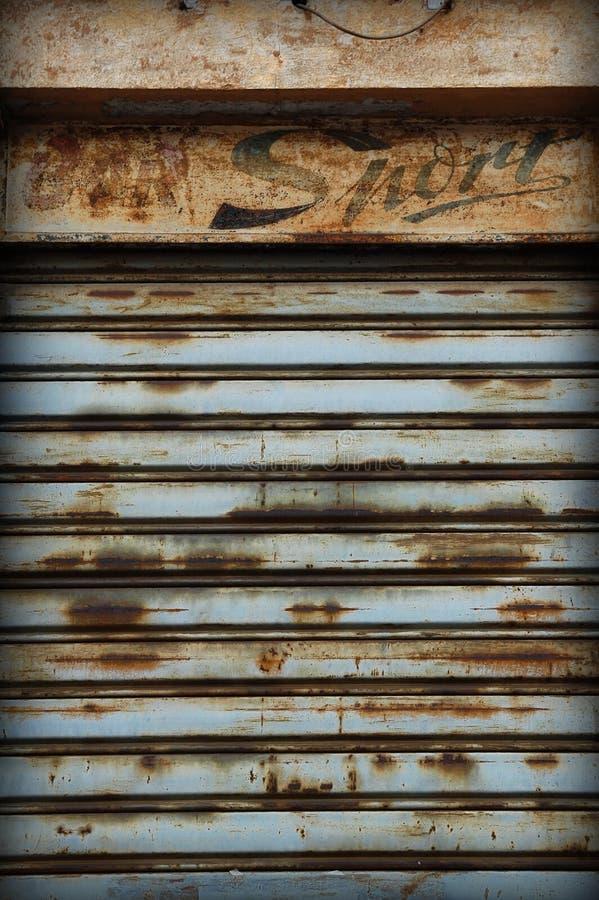 Persiana enrrollable vieja foto de archivo
