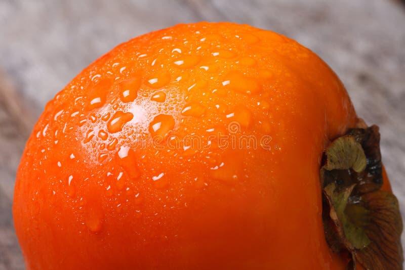 Persimmon zamknięty z kroplami woda up. makro-. zdjęcia stock