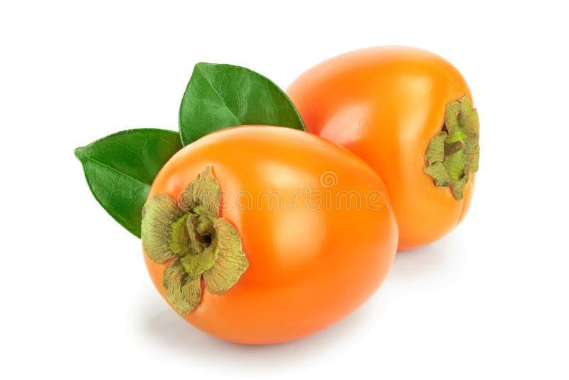 Persimonfrukt med sidor som isoleras på den vita bakgrundsnärbilden royaltyfri foto