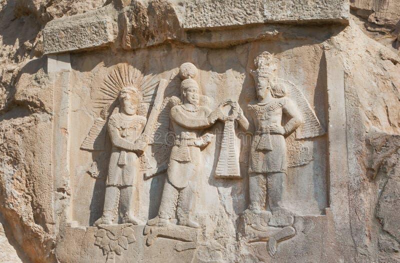 Persische Könige auf Steinentlastung des Monuments Taq-e Bostan im Iran Taq-e Bostan ist Felsenentlastung von Jahrhundert 4 lizenzfreies stockbild