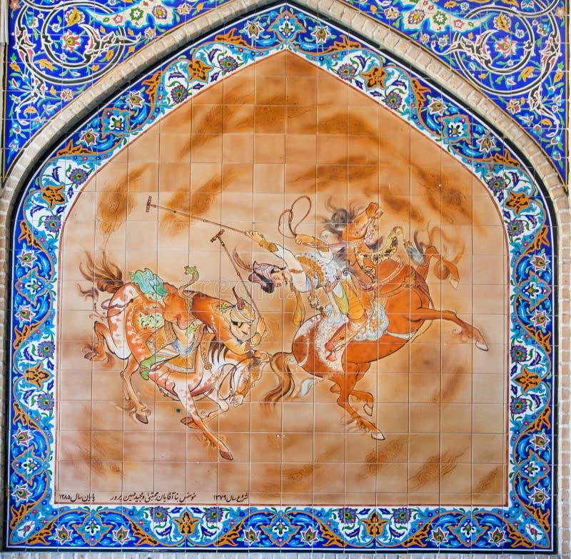 Persische Malerei auf bunter Fliese mit Reitern spielen Polo auf Quadrat stockbilder