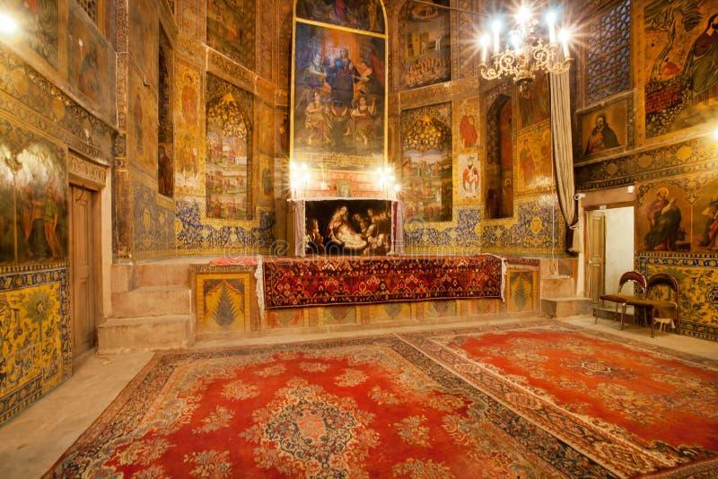 Persische Teppiche auf dem Boden der alten Kathedrale stockbild