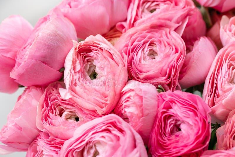 Persisk buttercup Rosa ranunculusblommor för grupp i exponeringsglasvas 0 tillgängliga eps blom- versionwallpaper för 8 Textur av arkivbilder