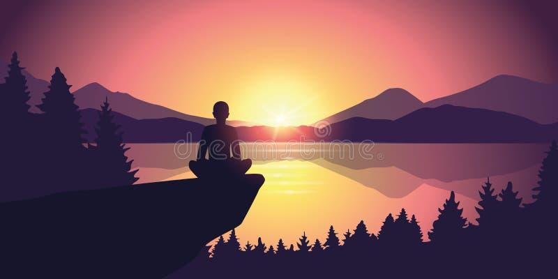 Person genießen die Ruhe an der purpurroter Gebirgsnaturlandschaft durch den See bei Sonnenuntergang lizenzfreie abbildung