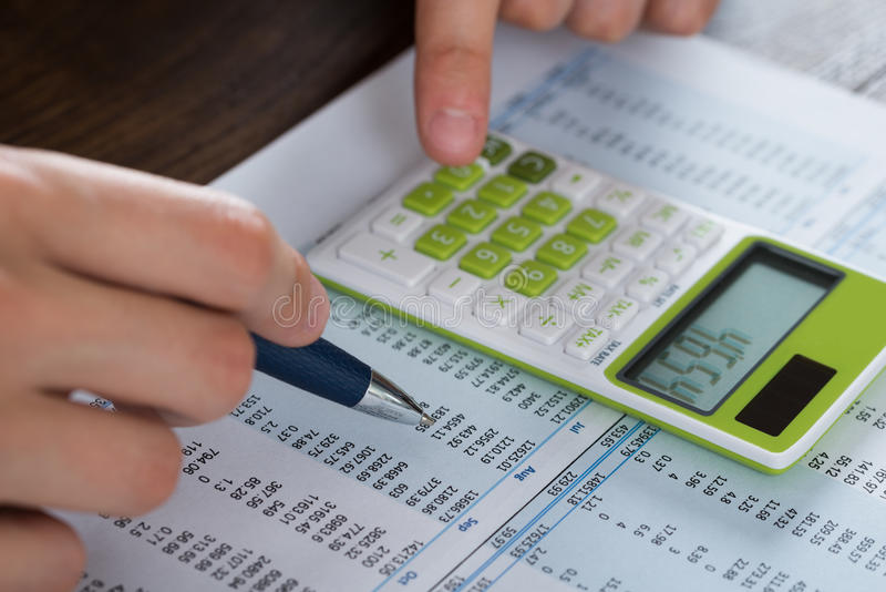 Person Hands Analyzing Accounting Document royalty-vrije stock afbeeldingen