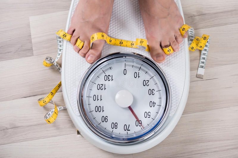 Person Leg On Weighing Scale royalty-vrije stock afbeelding