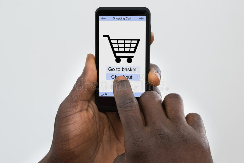 Person Online Shopping On Cellphone foto de stock royalty free