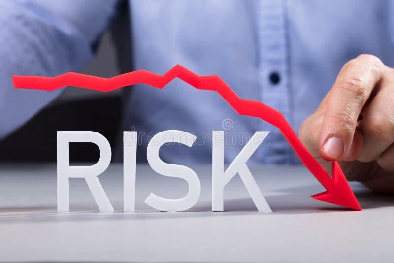 Person Pointing Diminishing Arrow Over o risco imagem de stock royalty free