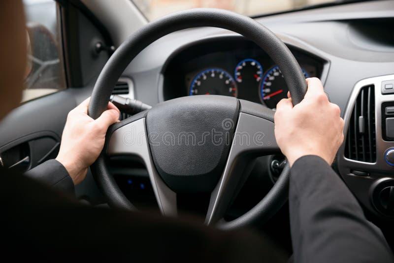 Persona che conduce automobile fotografia stock