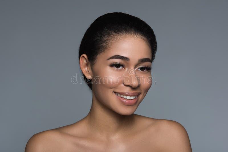 Persona femminile attraente che è ottimista fotografia stock libera da diritti