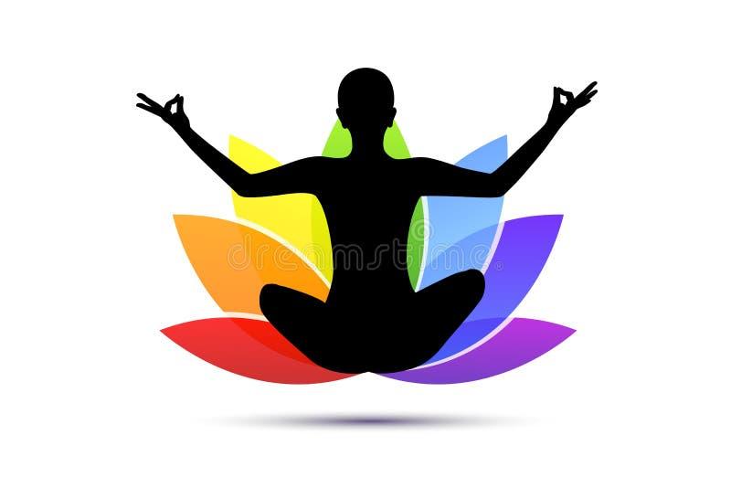 Persona joven que se sienta en silueta de la posición de loto de la meditación de la yoga con el lirio en colores del arco iris stock de ilustración