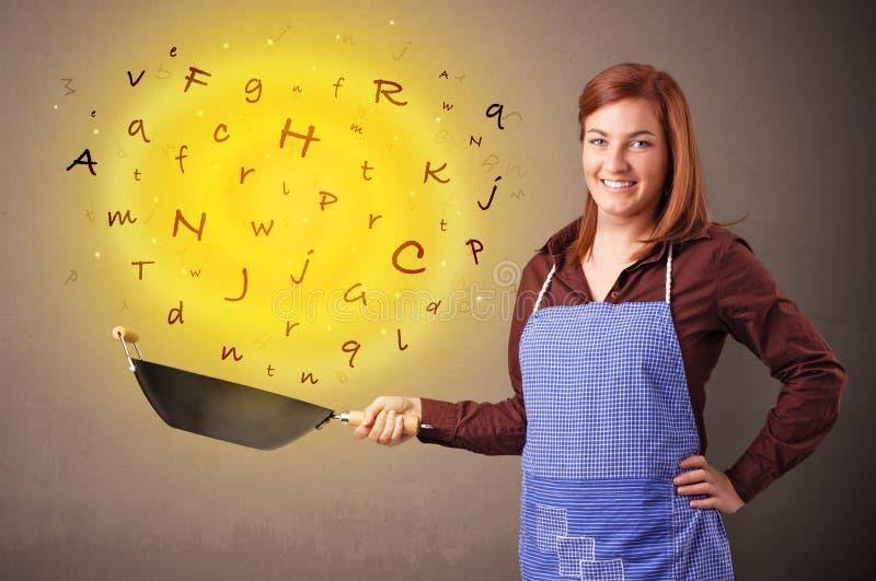 Persona que cocina letras en wok fotos de archivo