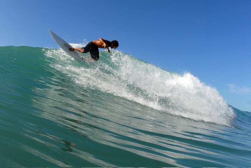 Persona que practica surf foto de archivo libre de regalías