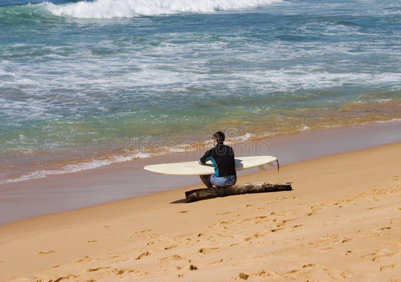 Persona que practica surf fotos de archivo