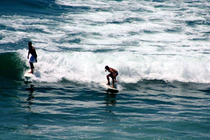 Persona que practica surf de California foto de archivo